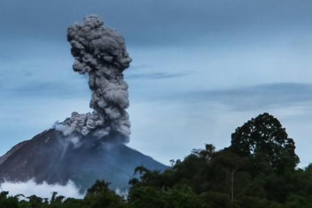 Letusan Gunung Sinabung. (Foto: Antara)