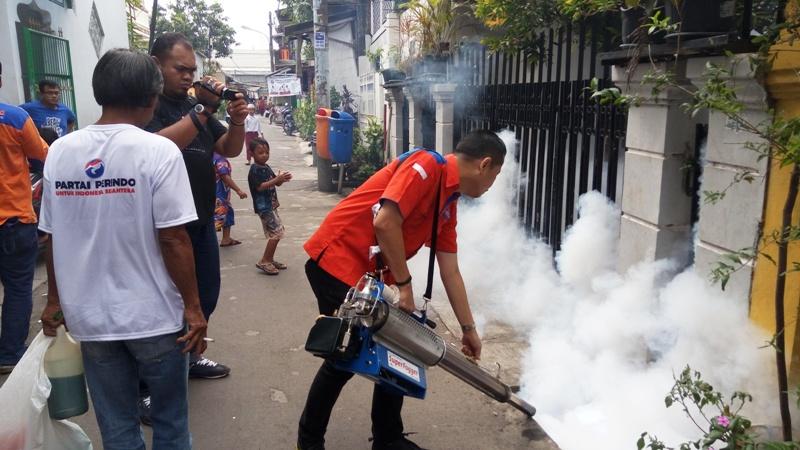 Fogging dari Partai Perindo. (Foto: dokumentasi Okezone)