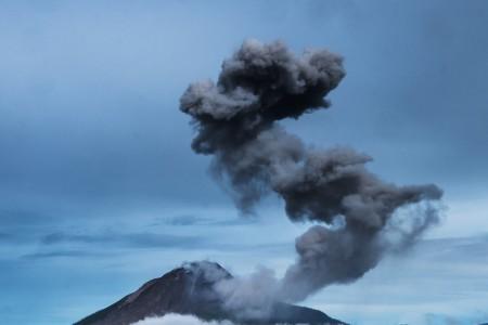 Erupsi Gunung Sinabung. (Foto: Antara)