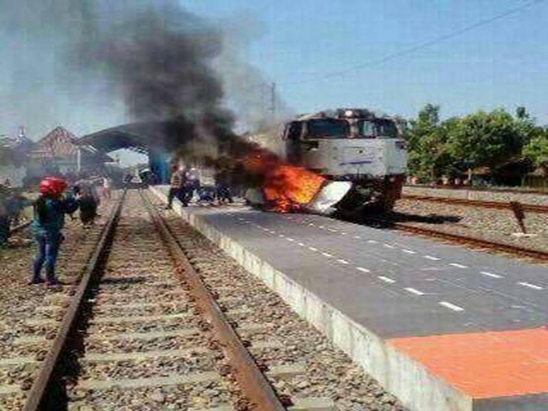 mengerikan terseret kereta api 4 orang tewas seketika di grobogan okezone news. Black Bedroom Furniture Sets. Home Design Ideas