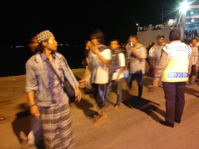 Korban selamat KM Mutiara Sentosa tiba di Surabaya (foto: Okezone)