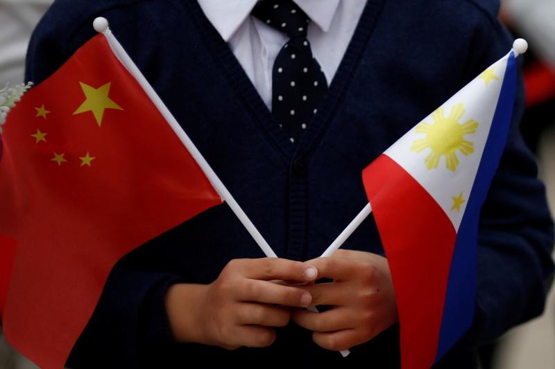 https: img.okezone.com content 2017 05 21 18 1696302 pejabat-filipina-dan-china-bertemu-bahas-sengketa-laut-china-selatan-l6wjQr6OoN.jpg