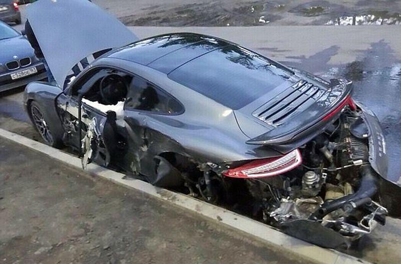 Apes, Mekanik Hancurkan Mobil Porsche Kliennya saat Dijajal