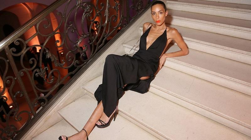 https: img.okezone.com content 2017 05 26 194 1700373 mau-kaki-terlihat-lebih-jenjang-nih-pilihan-item-fesyennya-7ywgkZS5YT.jpg