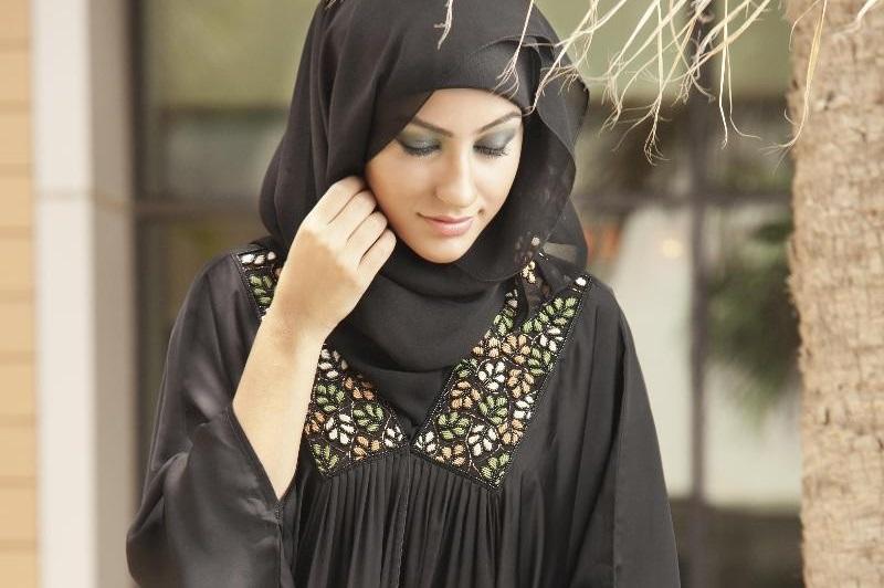 Mengenakan Hijab Syar'i Bukan Berarti Tak Bisa Tampil Modis