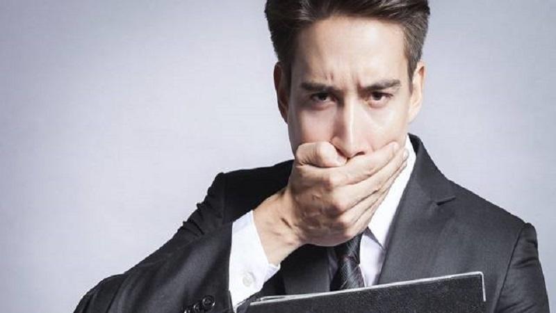 https: img.okezone.com content 2017 05 27 481 1701383 tips-agar-tidak-bau-mulut-di-kantor-selama-puasa-bje2Hs898s.jpg
