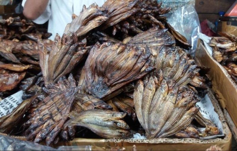 https: img.okezone.com content 2017 05 29 298 1702797 ikan-selais-asap-hingga-lempok-durian-jadi-buruan-kuliner-wisatawan-di-riau-uJvtRArztd.jpg