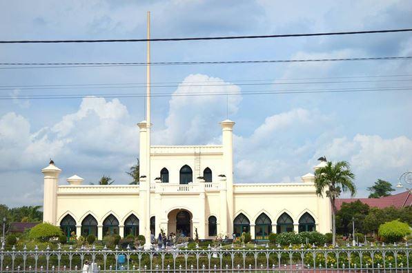 https: img.okezone.com content 2017 05 29 406 1702182 selama-ramadan-kunjungi-3-destinasi-wisata-halal-di-riau-yuk-OlerEn7i6G.JPG