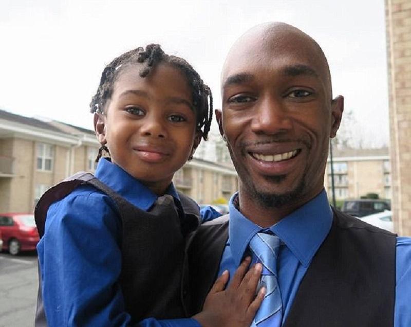 https: img.okezone.com content 2017 05 29 481 1702458 momen-kebersamaan-seorang-ayah-dan-anaknya-yang-alami-kelainan-jantung-jadi-viral-78FYizhyQ5.jpg