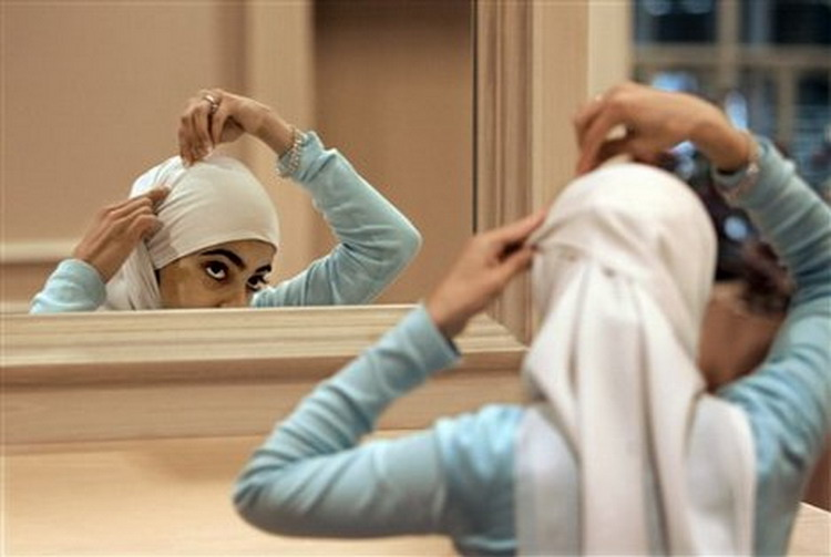 Hasil gambar untuk gambar orang berdoa bercermin