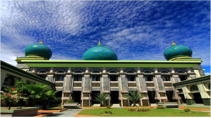 https: img.okezone.com content 2017 06 02 406 1705819 jelajah-islam-isi-ramadan-dengan-wisata-religi-ke-masjid-an-nur-riau-krXWfmDY0B.jpg