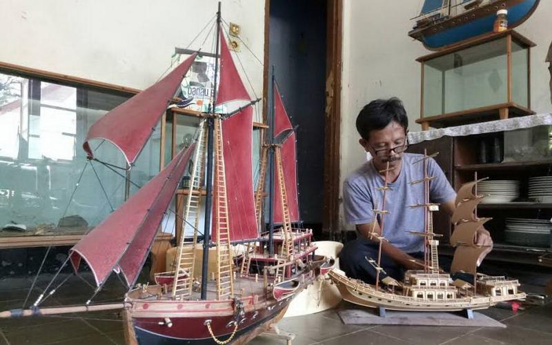 Kisah Perajin Miniatur Perahu Khas Purwakarta Mulanya Coba Coba Hingga Banjir Pesanan Di Luar Negeri Okezone Travel
