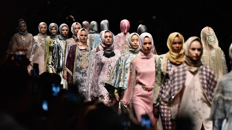 https: img.okezone.com content 2017 06 06 194 1709396 padu-padan-busana-muslim-dan-sopan-untuk-hijabers-dan-non-hijabers-bO6ooEb96z.jpg