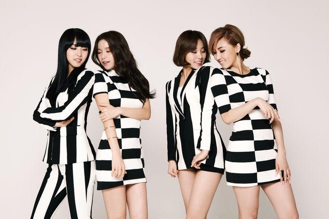 https: img.okezone.com content 2017 06 06 205 1709221 kejutkan-penggemar-mamamoo-rilis-foto-comeback-Ghz59WEejq.jpg