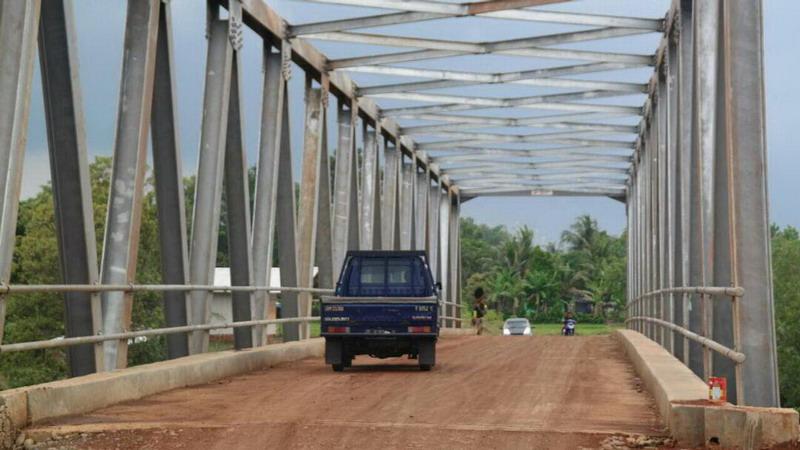 https: img.okezone.com content 2017 06 09 406 1712053 jembatan-karya-kang-dedi-mulyadi-jadi-lokasi-favorit-ngabuburit-di-purwakarta-WfPyBWntc1.jpg