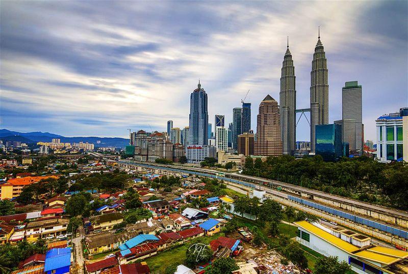 https: img.okezone.com content 2017 06 09 406 1712076 liburan-ke-malaysia-siap-siap-rogoh-kocek-lebih-WsK1dDbVT3.jpg