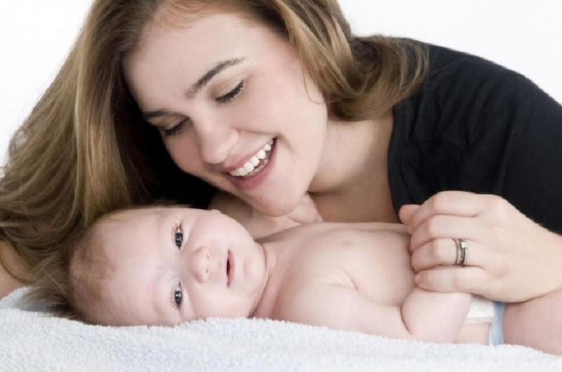 https: img.okezone.com content 2017 06 10 481 1712879 bayi-usia-4-bulan-harus-tidur-terpisah-dengan-orangtua-25we3ntyBP.jpg