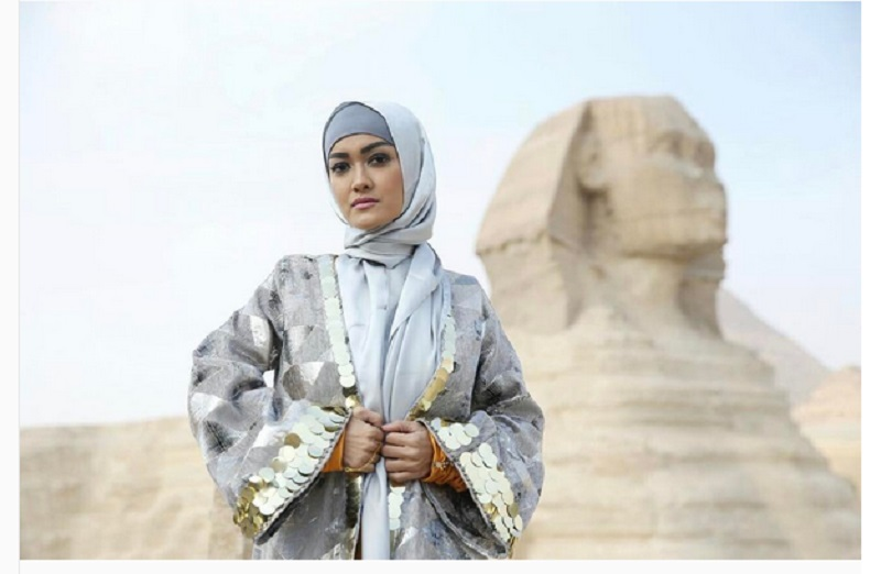 https: img.okezone.com content 2017 06 11 194 1713173 julia-perez-meninggal-tampilan-cantik-julia-perez-kenakan-hijab-saat-umroh-GAN14zaY89.jpg