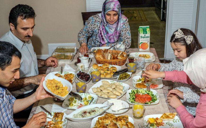 Image result for keluarga sahur luar negeri
