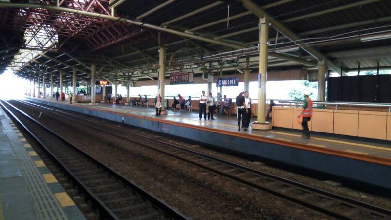 Perempuan Tanpa Identitas Tewas Tersambar Kereta di Stasiun Cikini