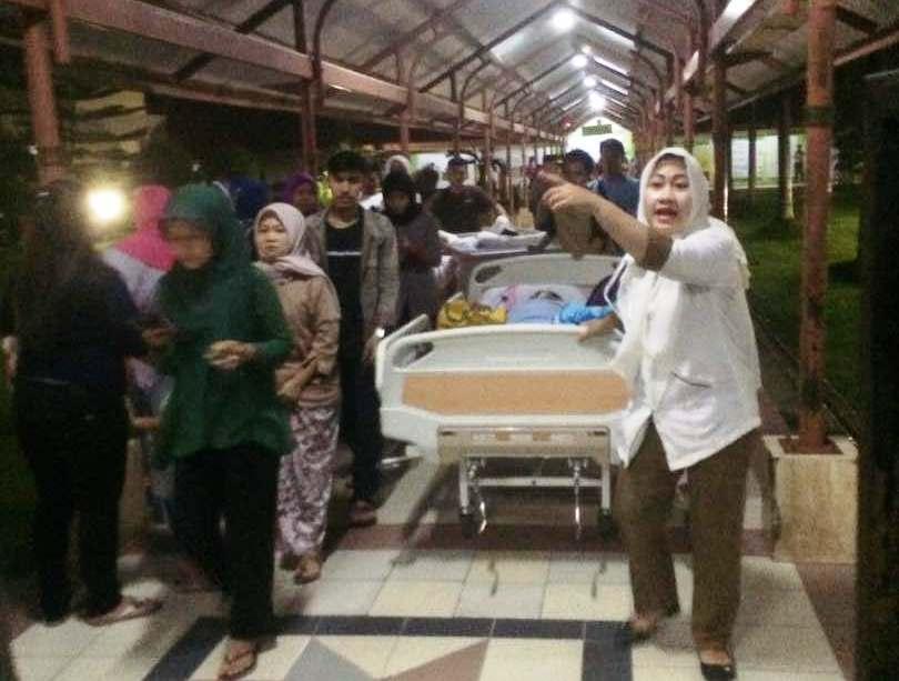 kepanikan usai kebakaran di RSUD Tangerang (Foto: Rikhi/Okezone)