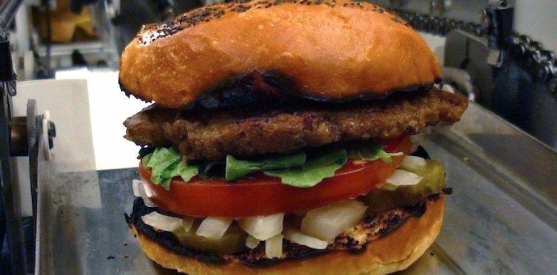 Robot Ini Membuat Fast Food di Restoran