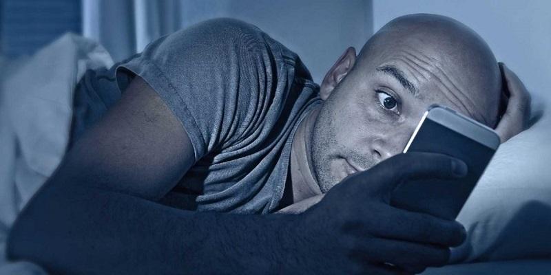 https: img.okezone.com content 2017 06 14 481 1715742 waduh-ternyata-ini-5-bahaya-main-ponsel-sebelum-tidur-MfkENUdJTH.jpg
