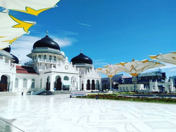 https: img.okezone.com content 2017 06 15 406 1717054 jelajah-islam-kisah-haru-perjalanan-masjid-baiturrahman-aceh-pkdpswHPci.JPG