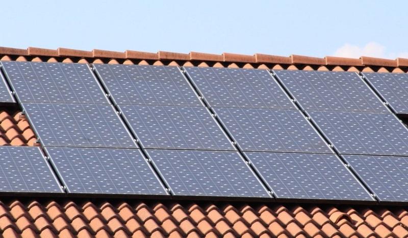 https: img.okezone.com content 2017 06 16 470 1718395 tarif-listrik-naik-pindah-ke-panel-surya-rRhha6CVZg.jpg