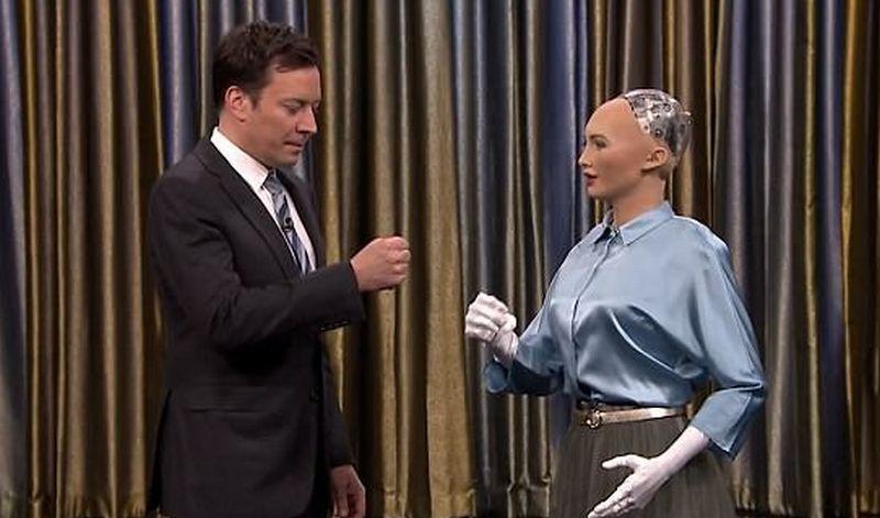 Robot Ini Diundang ke Acara Talk Show