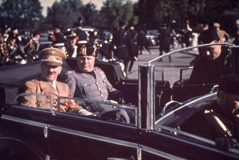 HISTORIPEDIA: Pertemuan Dua Diktator Dunia, Hitler dan Mussolini
