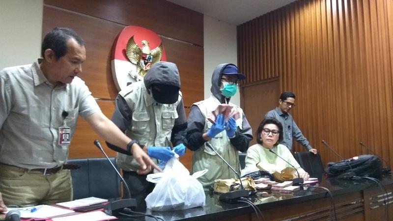 Ott Kpk Photo: PDIP Pecat Kader Yang Kena OTT KPK Di Mojokerto : Okezone News