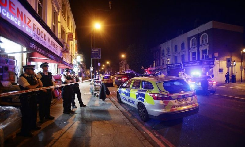 Foto di lokasi pasca-penabrakan para jamaah Masjid Finsbury Park, London, Inggris (Foto: Reuters)