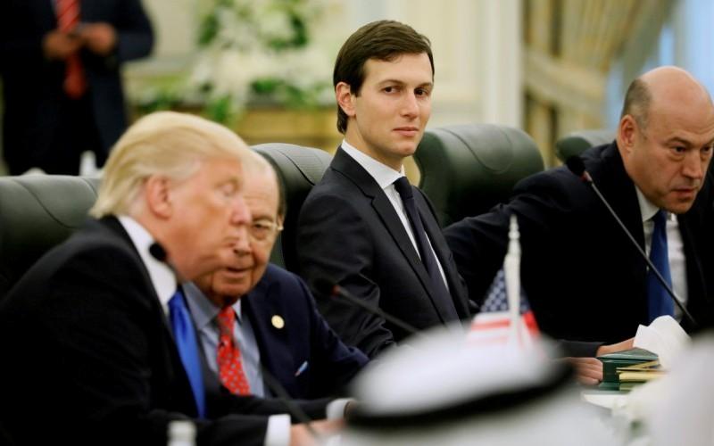 Jared Kushner dalam suatu rapat bersama Trump. (Foto: Reuters)