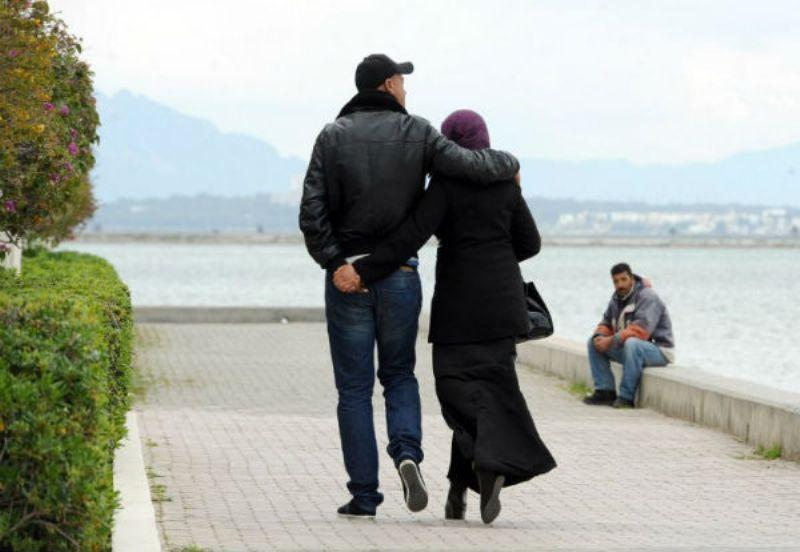 Ilustrasi. Perempuan harus perawan pada malam pertama pernikahan di Tunisia.(Foto: Fethi Belaid/AFP)