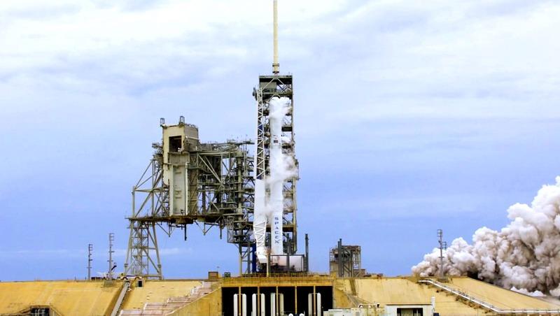 Elon Musk Tunda Peluncuran Falcon 9, Kenapa?