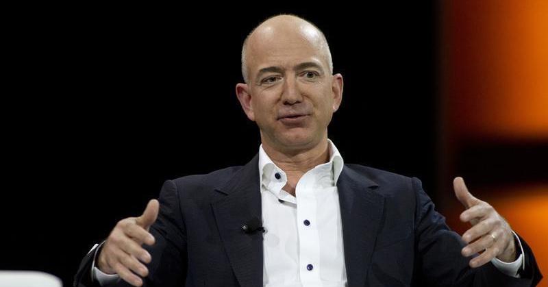 TOP TECHNO: Julukan Orang Terkaya Bill Gates Terancam oleh Jeff Bezos