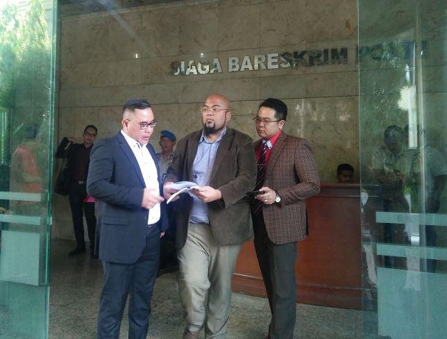 Kuasa hukum Hary Tanoesoedibjo melapor ke Bareskrim Polri (Foto: Salsabila)