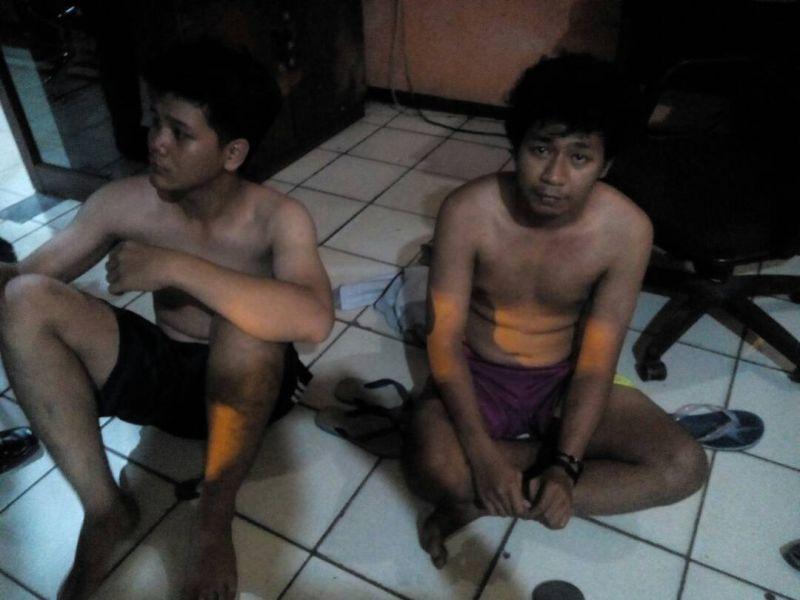 Kedua pelaku penganiayaan yang ditangkap dari hasil operasi cipta kondisi (Foto: Puteranegara/Okezone)