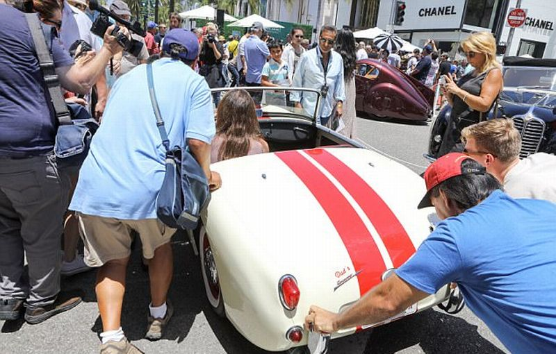 Mobil Caitlyn Jenner mogok di event Rodeo Drive Concours D'Elegance (X17online)