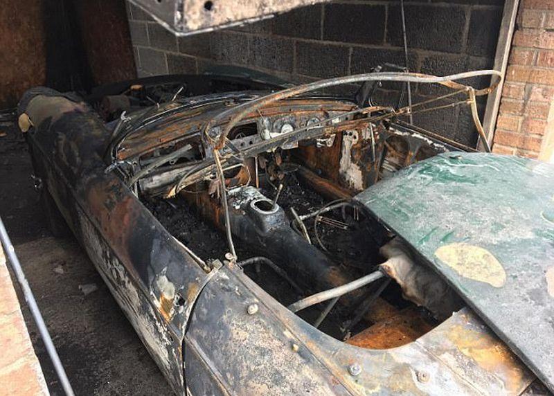 Mobil MGB tahun 1964 milik Charles Thomson ludes terbakar (SWNS)
