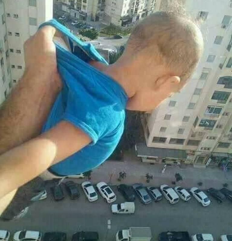 Demi 'Like' di Facebook, Ayah Gantung Anaknya di Jendela Apartemen
