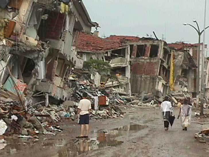 HISTORIPEDIA: Gempa Maut Guncang Iran, Puluhan Ribu Nyawa Melayang