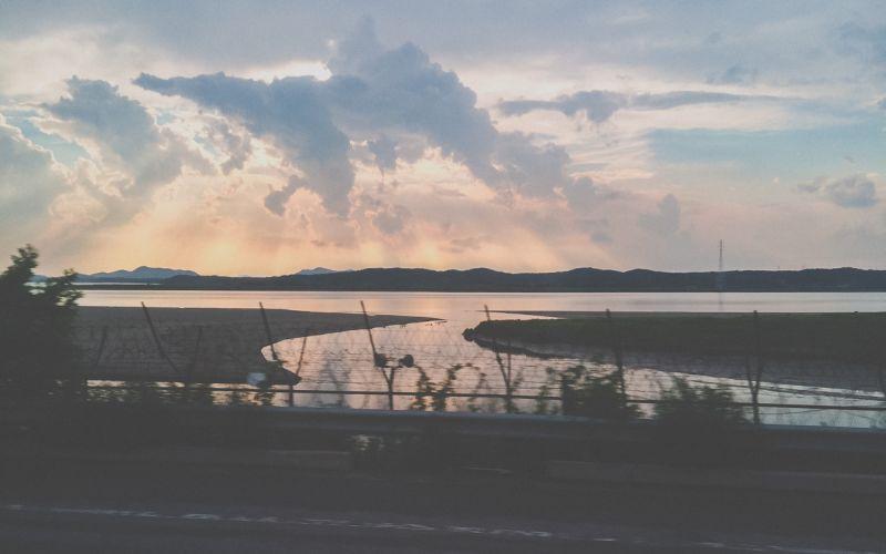 Foto Sungai Han yang membentang di dekat perbatasan Korea Utara dan Korea Selatan (Foto: Moments and Memoirs)