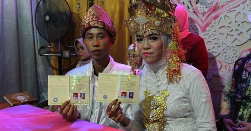 Viral di Facebook, Remaja 15 Tahun Menikah Hebohkan Warganet