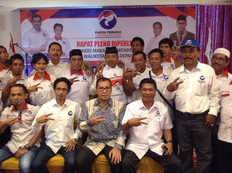 Perindo Makassar bersama Danny Pomanto (Zulfikar/Okezone)