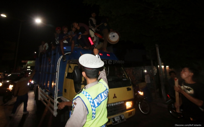 https: img.okezone.com content 2017 06 21 340 1721703 warga-banten-diimbau-ramaikan-masjid-saat-malam-lebaran-bukan-tumpah-di-jalanan-p7T8hYiCdq.jpg