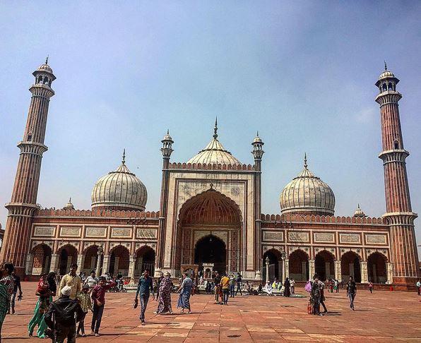 https: img.okezone.com content 2017 06 22 406 1722815 jelajah-islam-takjub-melihat-masjid-jama-pusat-penyebaran-agama-islam-di-india-UyWGaI9Gya.jpg