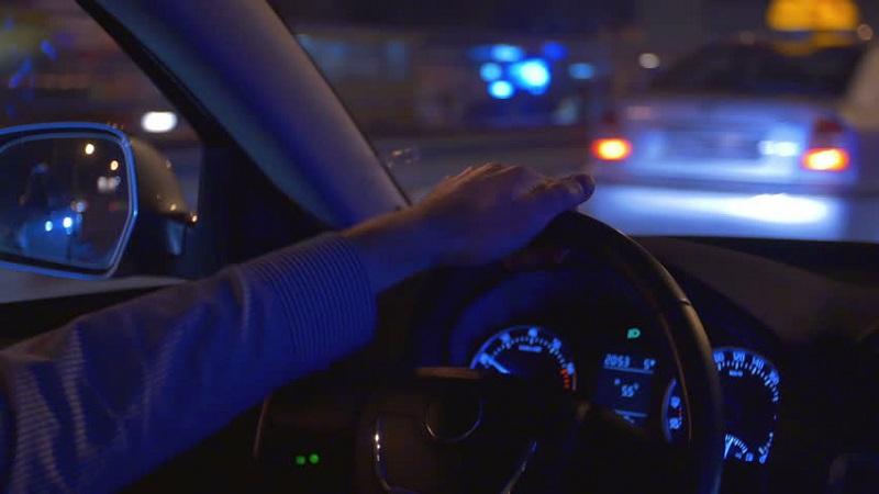 https: img.okezone.com content 2017 06 22 481 1723042 punya-masalah-mata-silinder-jangan-menyetir-di-malam-hari-jmHSrP0xJW.jpg