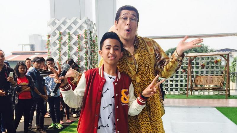 https: img.okezone.com content 2017 06 24 33 1723952 sejak-kecil-rian-indonesian-idol-junior-mulai-mengenal-tradisi-lebaran-KosO8sBBct.jpg
